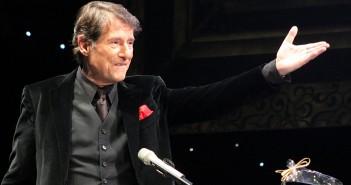 Udo Jürgens während eines Konzerts im Jahre 2010. / Bild: Steindy; GFDL