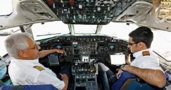 (Foto: Shahram Sharifi) Piloten im Cockpit 2009, Tabans Air