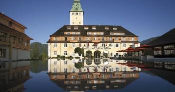 """Kein Frieden in der Alpenfestung namens """"Schloss Elmau"""" (Foto:Wikimedia Commons)"""