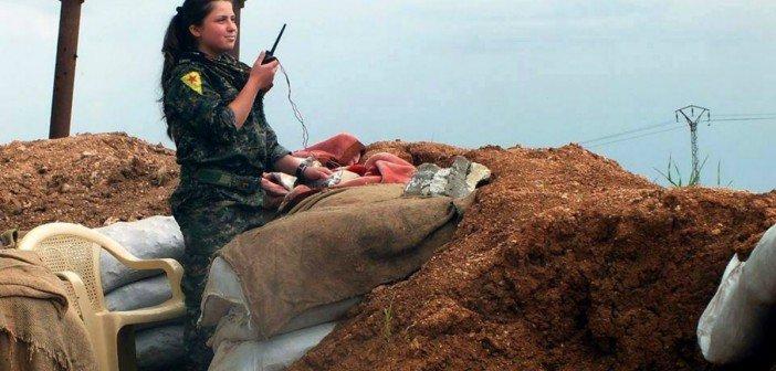 YPJ-Kämpferin während des Kampfes gegen IS (Foto: Claus Weinberg, de.wikipedia.org)