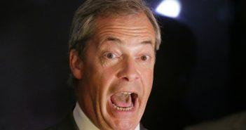 Nigel Farage, Vorsitzender der UK Independence Party, reagiert am 24.06.2016 in London, Großbritannien, auf der Wahlparty von Leave.eu auf erste Auszählungsergebnisse.  (c) dpa