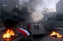 Anhänger des ehemaligen ägyptischen Präsidenten Mursi mit Fahne bei Protesten, 2013. picture alliance / AP Photo