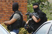 Polizisten in Rouen nach dem Angriff auf die dortige Kirche. picture alliance / AP Photo
