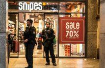 Polizisten in München nach dem Attentat auf das Shoppingcenter. picture alliance/ZUMA Press