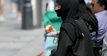 Eine verschleierte Frau in der Wiener Innenstadt , picture alliance/APA/picturedesk.com