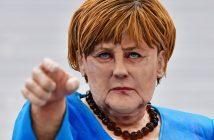 Das Abbild von Bundeskanzlerin Merkel aus Zuckerpaste, gefertigt von der Patissiere T. Geckil aus der Türkei, ist am 22.10.2016 in Erfurt (Thüringen) bei einem Wettbewerb der Internationalen Kocholympiade zu sehen.  (c) dpa