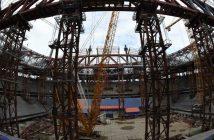 Bauarbeiter arbeiten am WM-Stadion von St. Petersburg auf der Krestovsky Insel. Jetzt soll es darin auch einen Bunker geben.  picture alliance/augenklick/GES