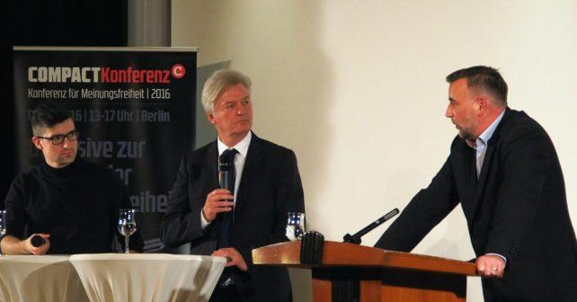 v.l. Das Sprachrohr der Identitären, Martin Sellner; Chefredakteur Jürgen Elsässer und Pegida-Gründer Lutz Bachmann bei der Podiumsdiskussion