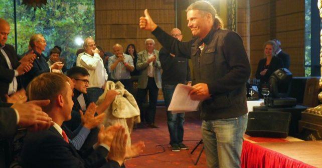 Der Schweizer Politiker Oskar Freyinger nach seiner mitreißenden Rede