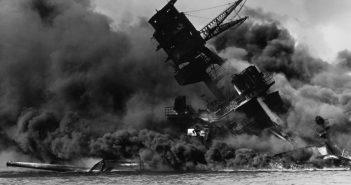 Die in nur neun Minuten gesunkene USS Arizona wurde zum Symbol für den Angriff.  Foto: Public Domains, Wikimedia Commons