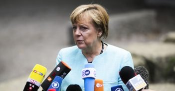 Angela Merkel Besuch bei Flüchtlingen