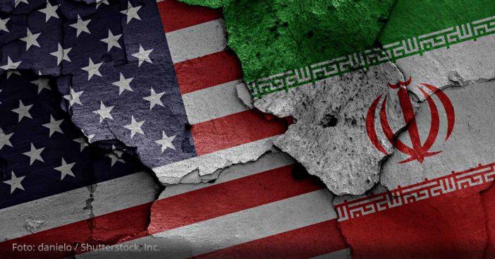 Iran USA Teheran Flaggen
