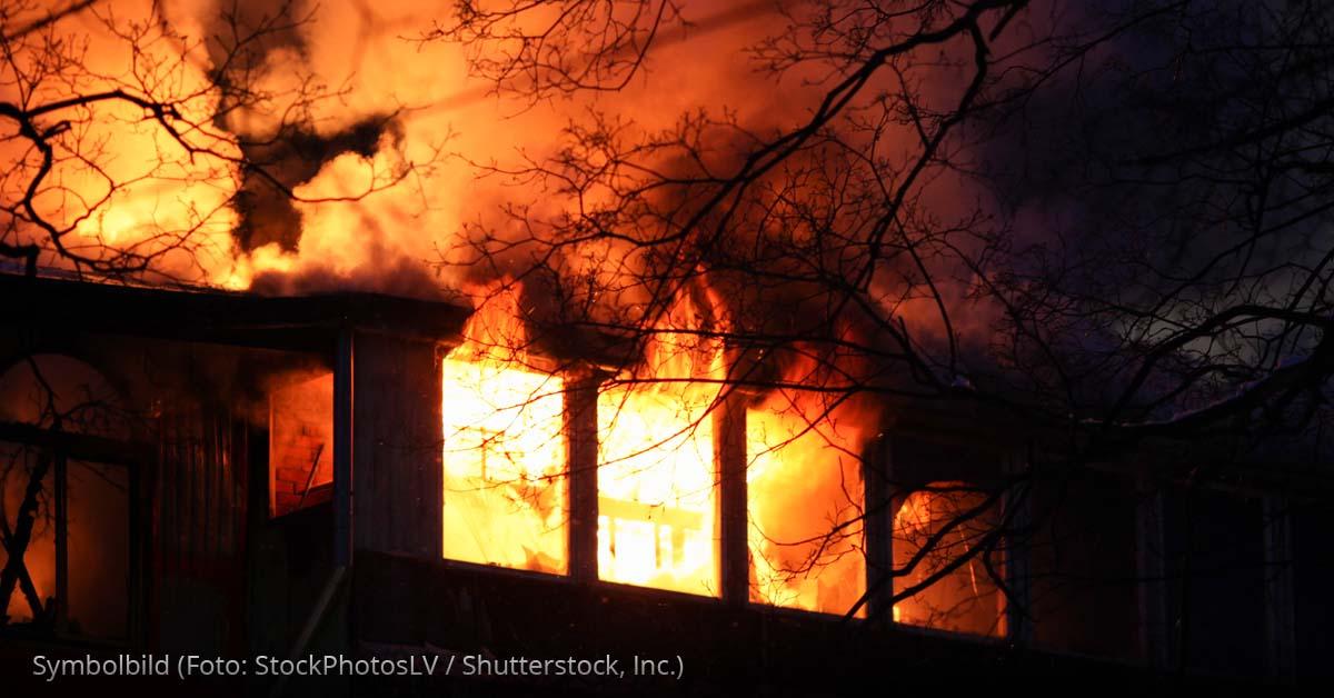 Feuer-brennendes-Haus-Brand.jpg