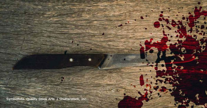 Blutiges Messer am Boden
