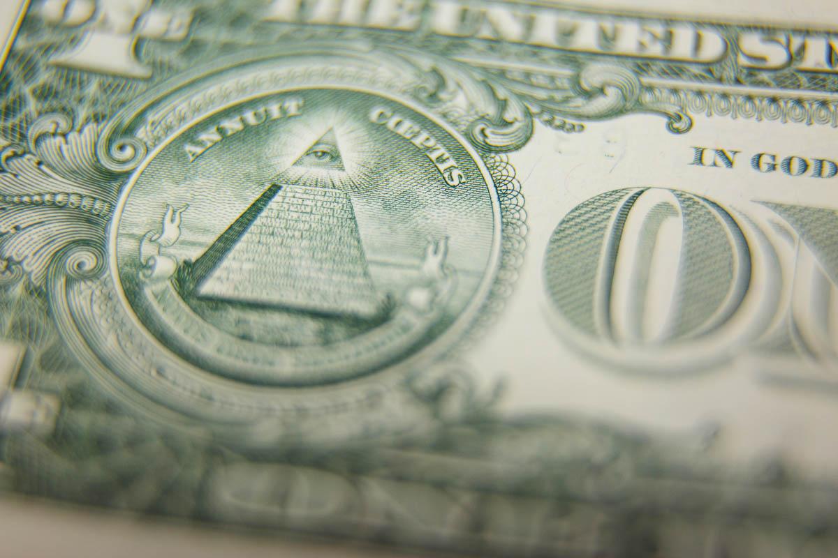 Putins Schlag gegen die Fed: Russland stößt 100 Milliarden Dollar ab!