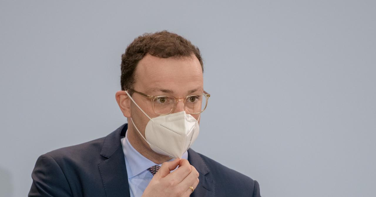 Jens-Spahn-Maske_Easy-Resize.com_.jpg