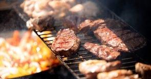 Die Grillsaison startet: Macht Fleischessen krank oder ist es gesund?